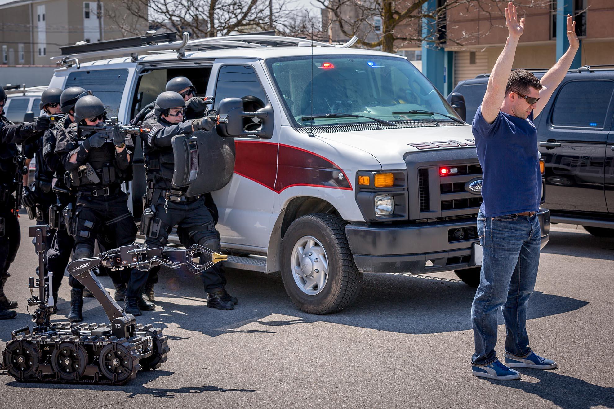 caliber-t5-swat-eod-robot-arrest