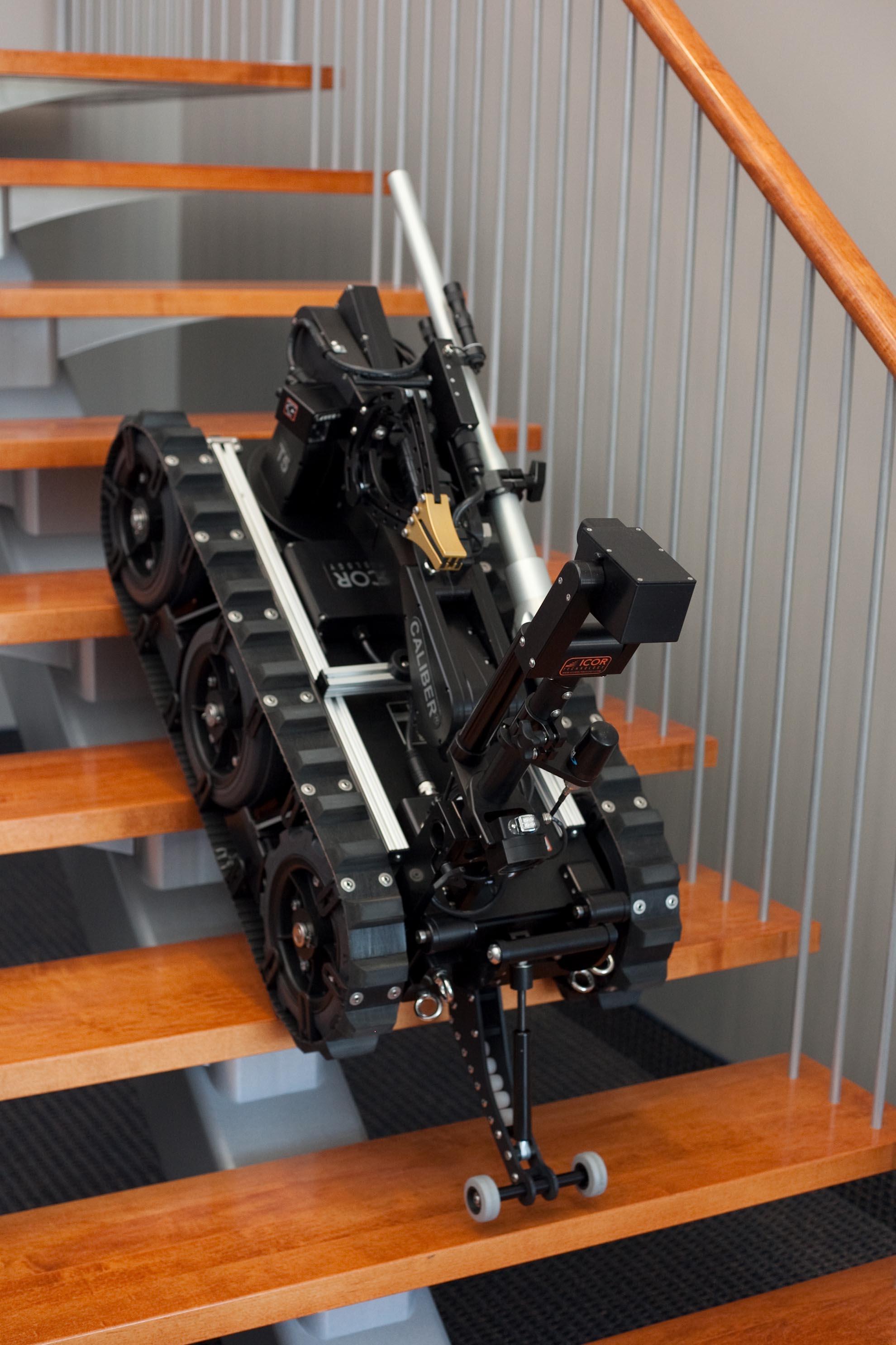 caliber-t5-swat-eod-robot-stair-climb