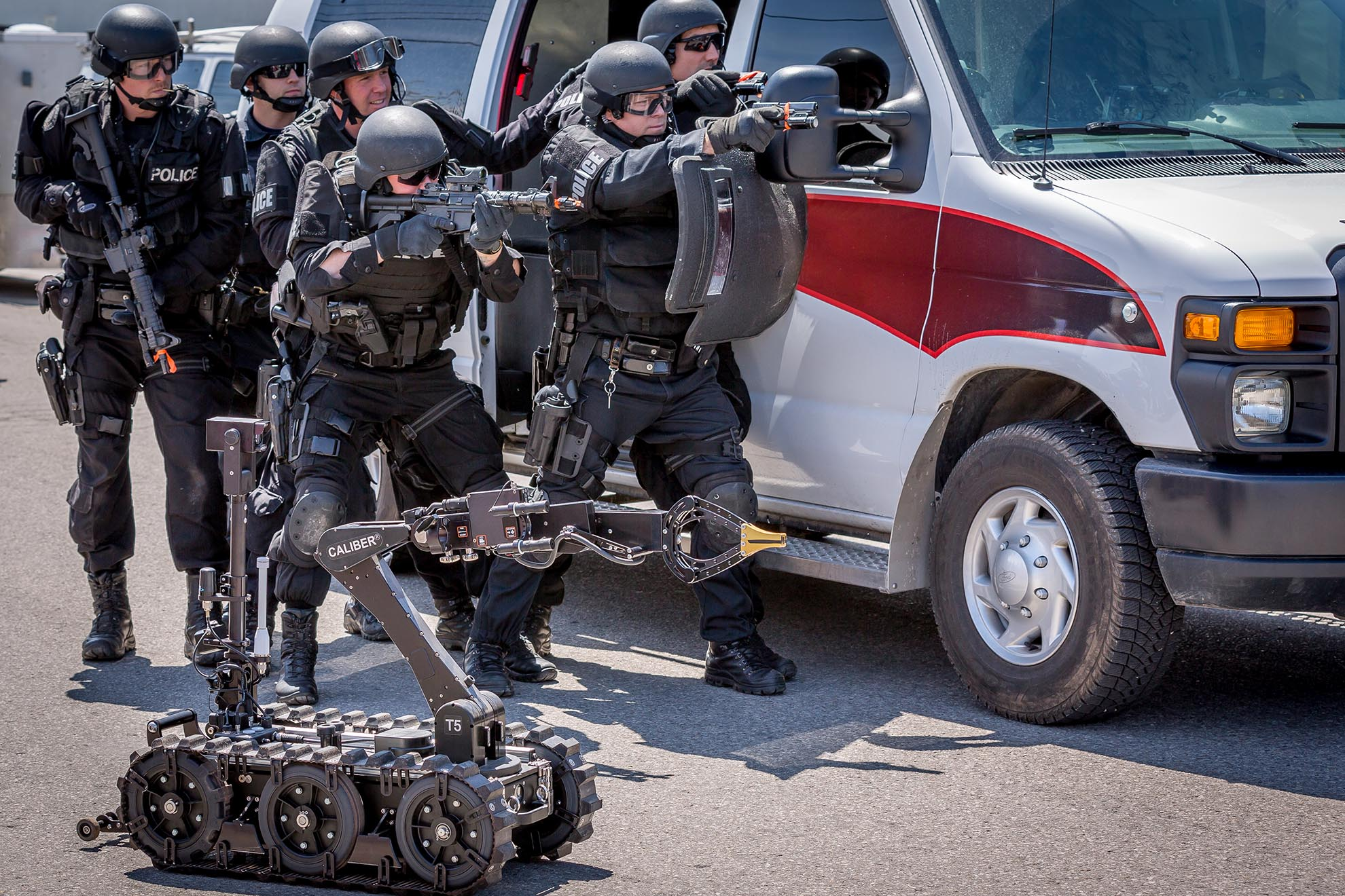 caliber-t5-swat-eod-robot-with-edu-team