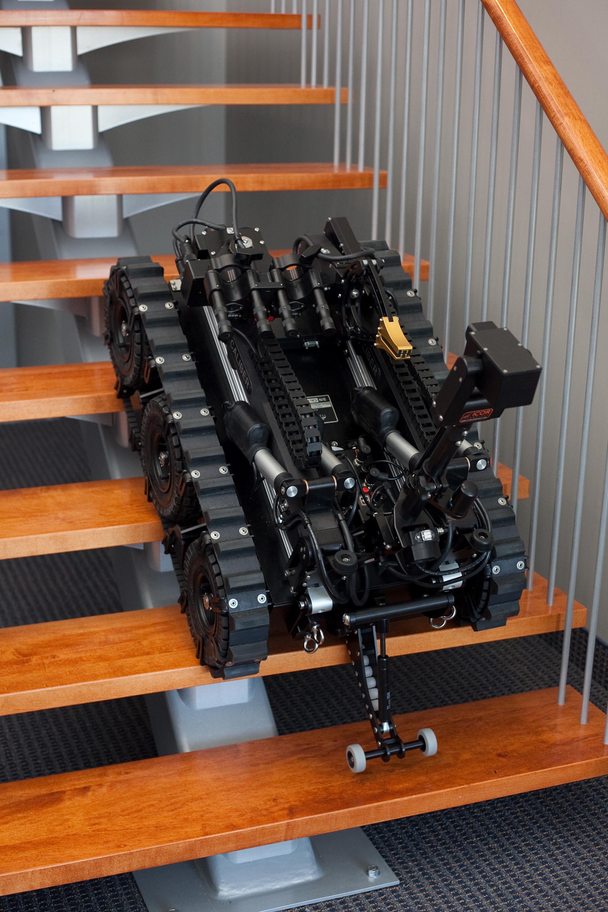 mk3-caliber-eod-robot-stair-climb
