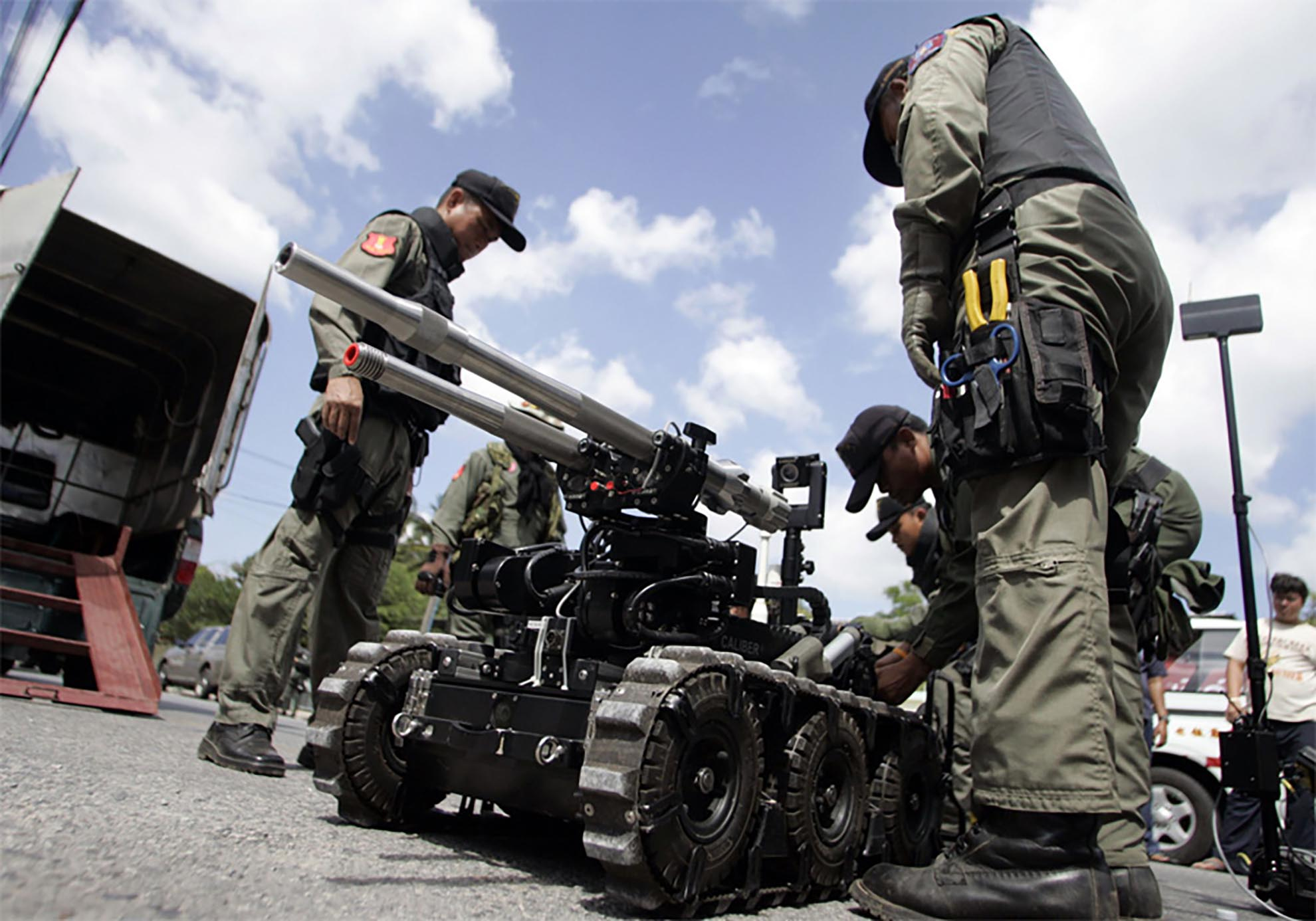 mk3-caliber-eod-robot-in-action