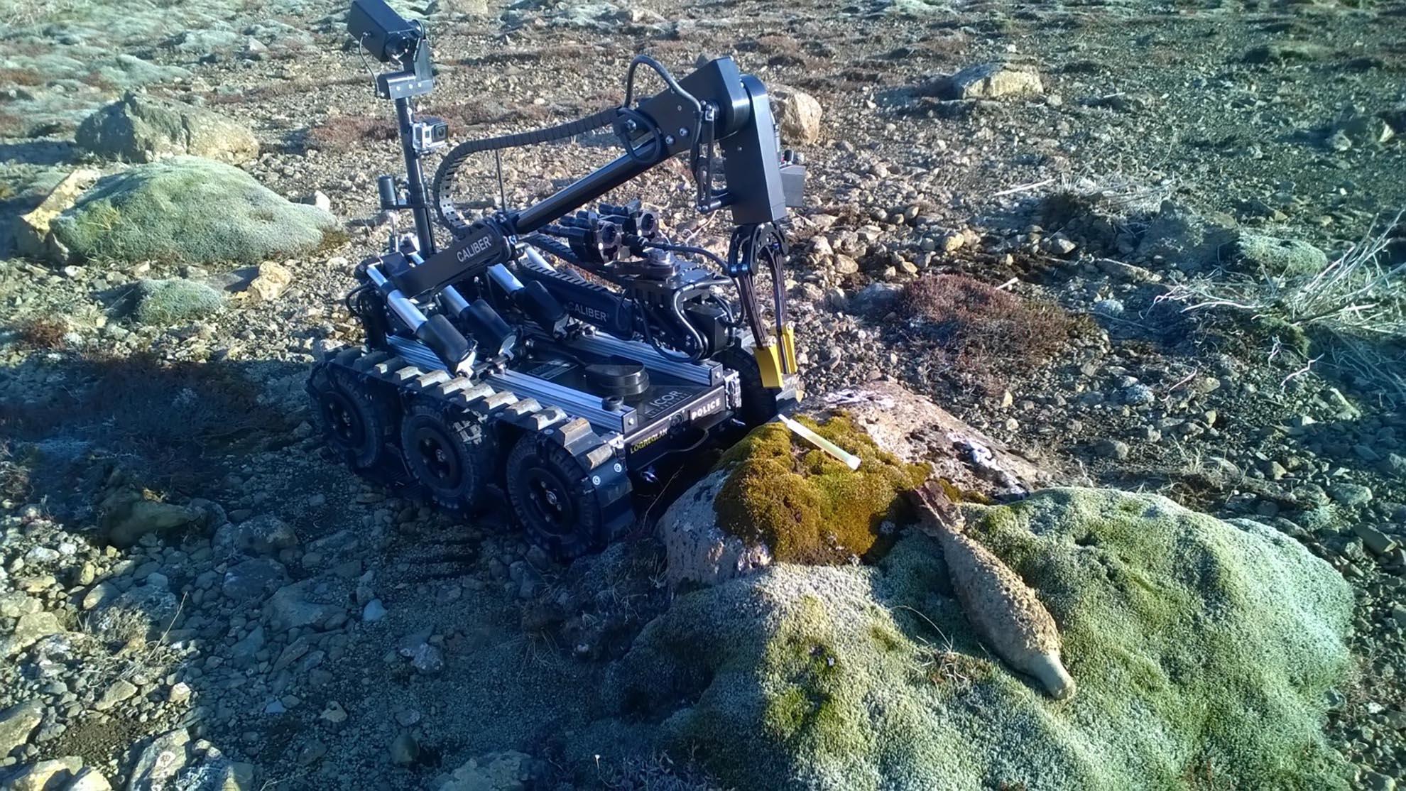 mk3-caliber-eod-robot-inspect-old-bomb