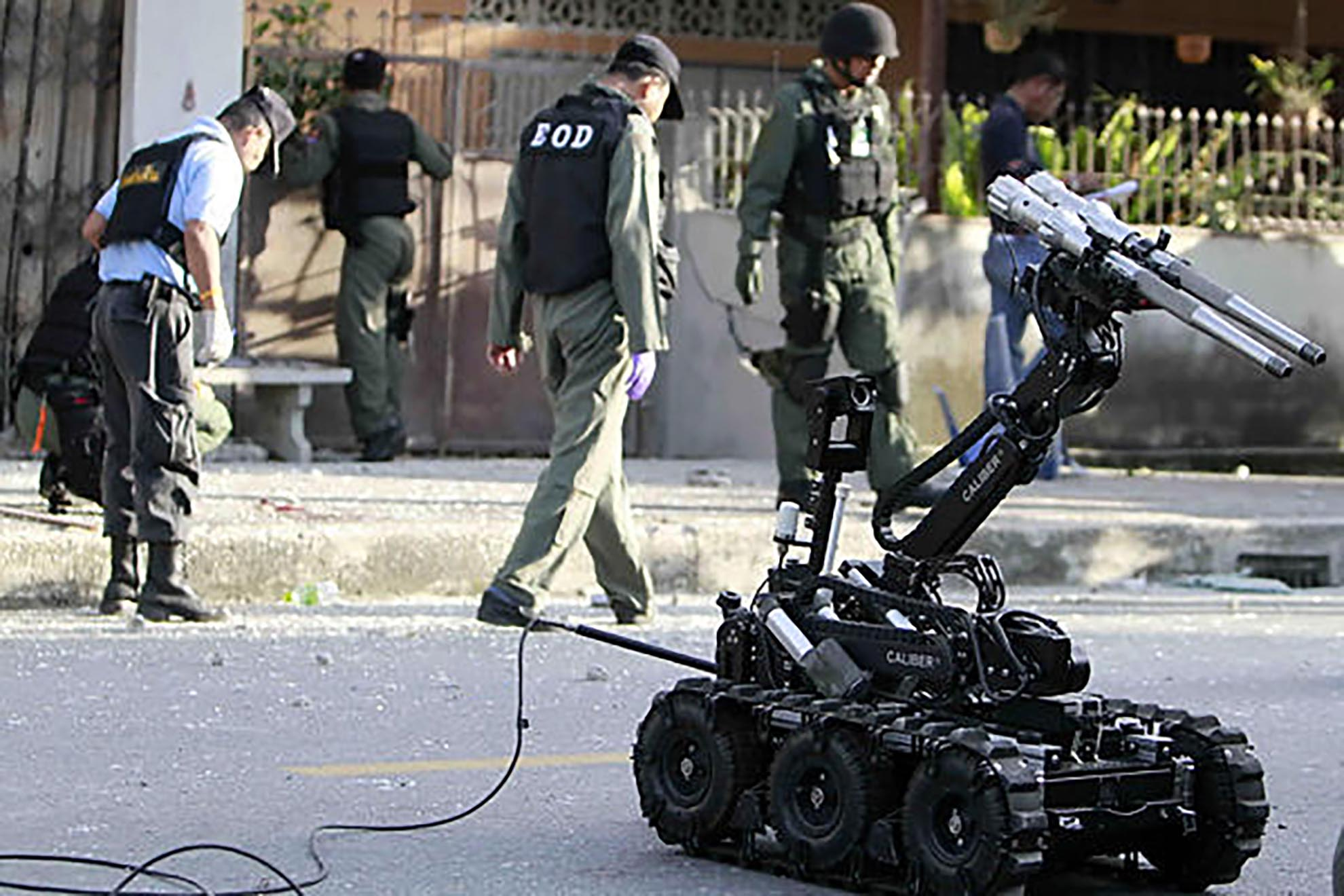 mk3-caliber-eod-robot-on-thether