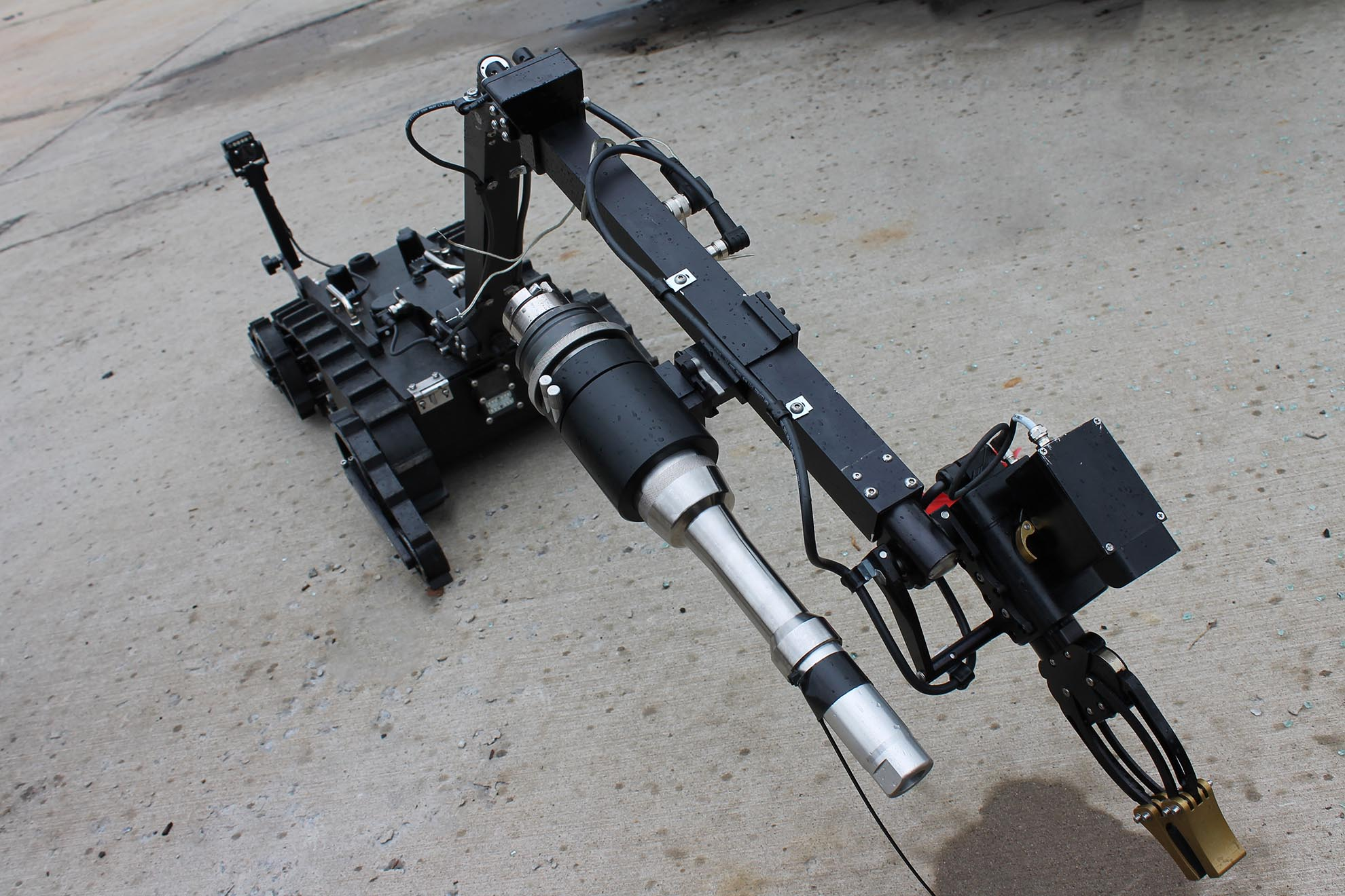 mini-caliber-swat-robot-disruptor-close-up